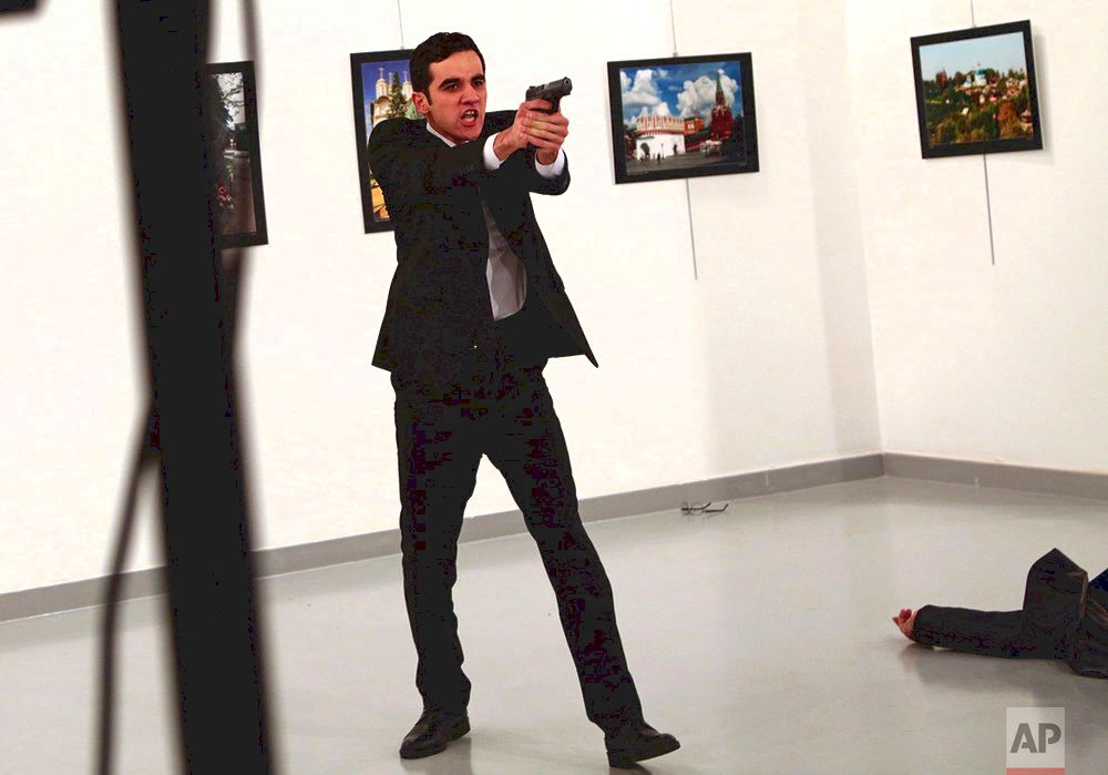 Ap picture of turkish assassin wins world press photo award — ap images spotlight dying of longtime Cuban leader