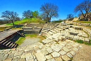 Exploring the Ruins of Ancient Troy: A Visitor